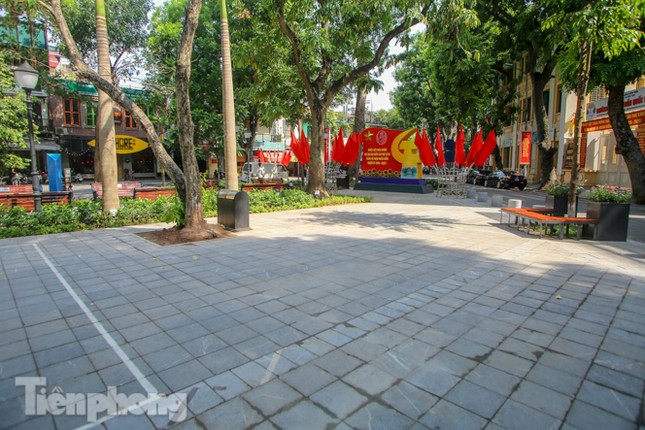 Gắn biển công trình tiểu học, vườn hoa hiện đại bậc nhất Thủ đô ảnh 9