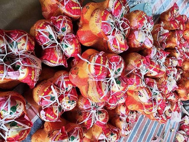 Bưởi Trung Quốc ruột đỏ au: Vỏ vàng không hạt, ngày bán cả tấn ảnh 1