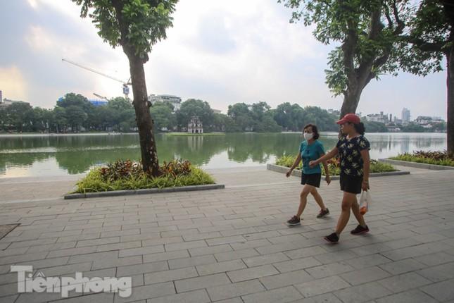 Diện mạo Hồ Gươm thay đổi ra sao trước ngày 'về đích'? ảnh 6