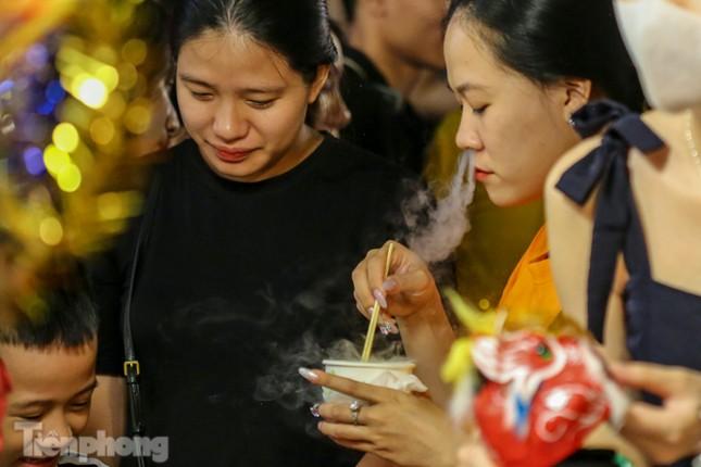 'Hốt bạc' nhờ bán kem nhả khói độc đáo mùa Trung thu Hà Nội ảnh 11