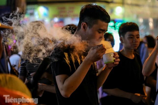 'Hốt bạc' nhờ bán kem nhả khói độc đáo mùa Trung thu Hà Nội ảnh 13