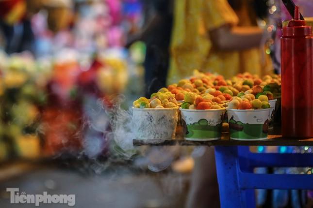 'Hốt bạc' nhờ bán kem nhả khói độc đáo mùa Trung thu Hà Nội ảnh 5