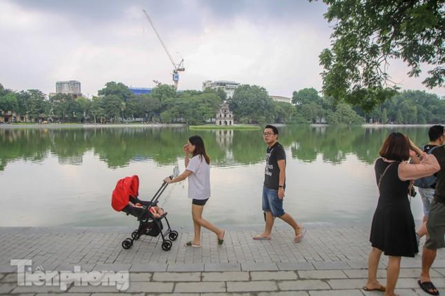 Bí thư Thành ủy Hà Nội gắn biển công trình cải tạo, chỉnh trang hồ Hoàn Kiếm ảnh 13