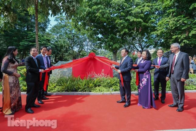 Bí thư Thành ủy Hà Nội gắn biển công trình cải tạo, chỉnh trang hồ Hoàn Kiếm ảnh 7
