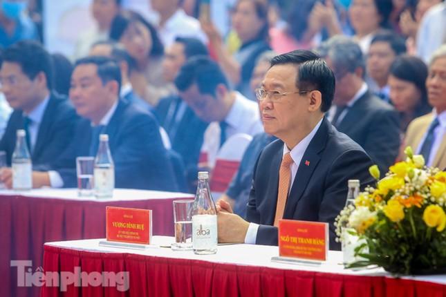 Bí thư Thành ủy Hà Nội gắn biển công trình cải tạo, chỉnh trang hồ Hoàn Kiếm ảnh 1
