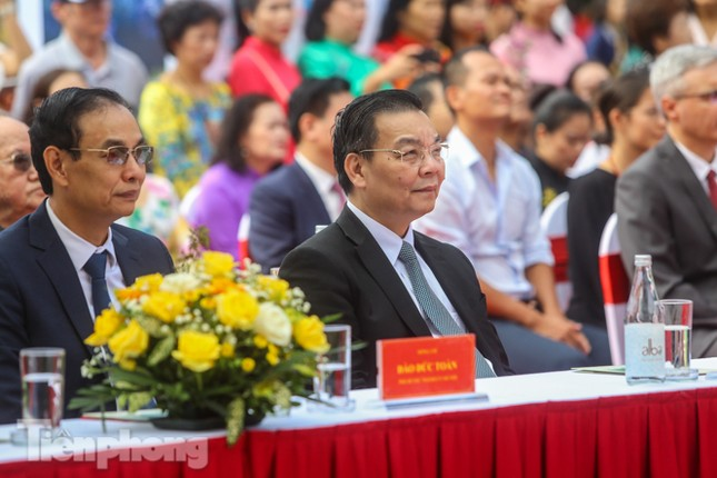 Bí thư Thành ủy Hà Nội gắn biển công trình cải tạo, chỉnh trang hồ Hoàn Kiếm ảnh 2