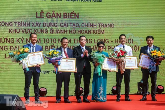 Bí thư Thành ủy Hà Nội gắn biển công trình cải tạo, chỉnh trang hồ Hoàn Kiếm ảnh 6