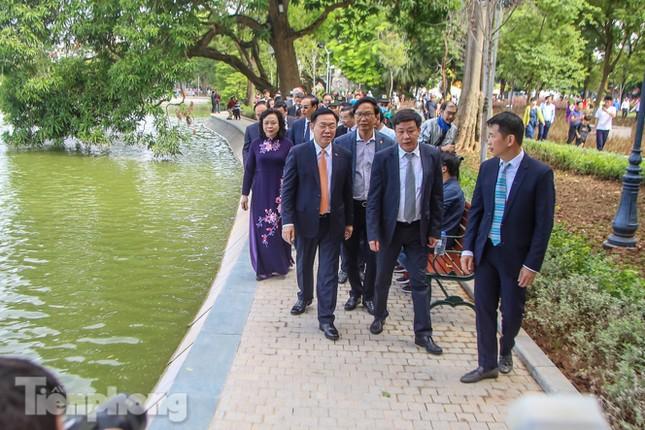 Bí thư Thành ủy Hà Nội gắn biển công trình cải tạo, chỉnh trang hồ Hoàn Kiếm ảnh 10