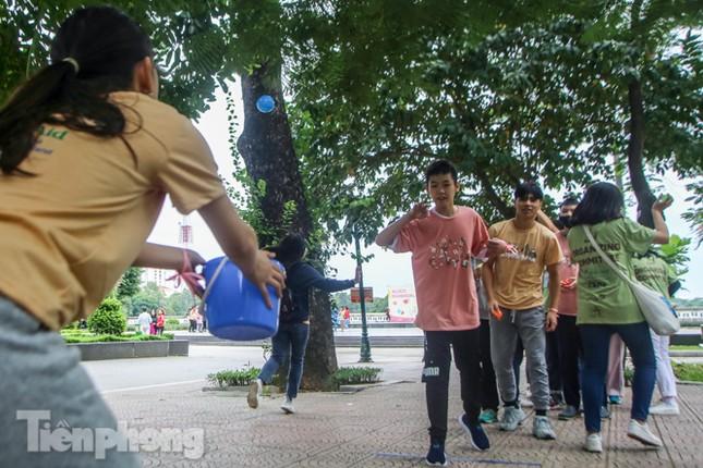 Trẻ khuyết tật chạy thi marathon cùng hàng trăm thanh niên thủ đô ảnh 11