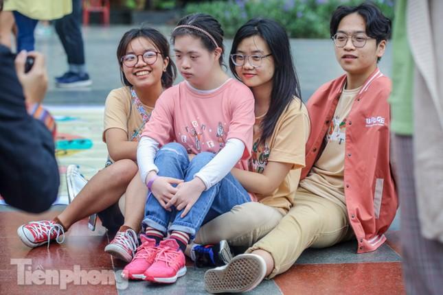 Trẻ khuyết tật chạy thi marathon cùng hàng trăm thanh niên thủ đô ảnh 13