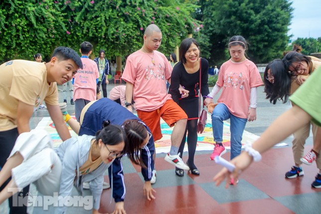 Trẻ khuyết tật chạy thi marathon cùng hàng trăm thanh niên thủ đô ảnh 8