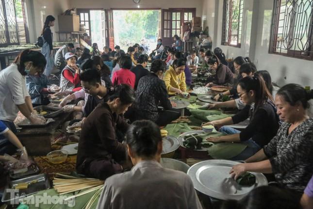 Nhiều nơi ở Hà Nội gửi hàng vạn bánh chưng ủng hộ miền Trung ảnh 1