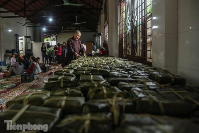 Nhiều nơi ở Hà Nội gửi hàng vạn bánh chưng ủng hộ miền Trung ảnh 4