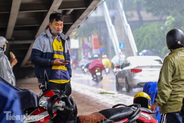 Mức phạt tăng 'tiền triệu', người dân Thủ đô vẫn thờ ơ với khẩu trang khi ra đường ảnh 10