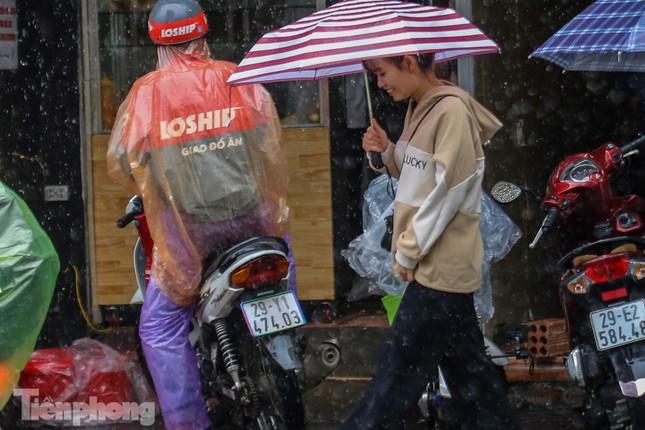 Mức phạt tăng 'tiền triệu', người dân Thủ đô vẫn thờ ơ với khẩu trang khi ra đường ảnh 9