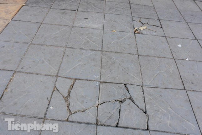 Sau ba năm lát, đá 'độ bền 70 năm' và gạch vỉa hè nhiều nơi vỡ nát ảnh 3