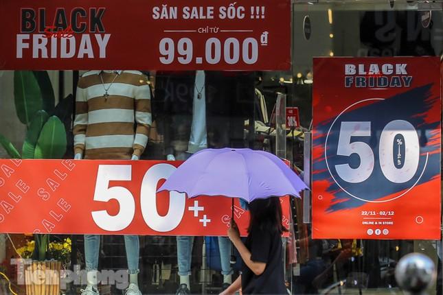 Giảm giá sốc cả tuần, 'phố mua sắm' vẫn ảm đạm trước Black Friday ảnh 11
