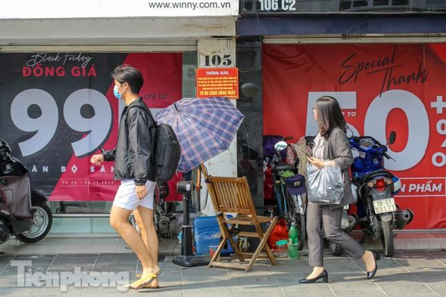 Giảm giá sốc cả tuần, 'phố mua sắm' vẫn ảm đạm trước Black Friday ảnh 13