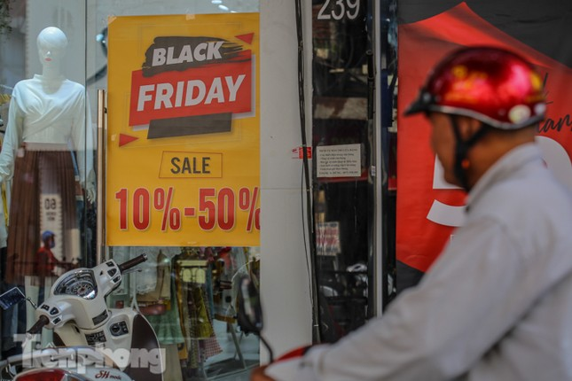 Giảm giá sốc cả tuần, 'phố mua sắm' vẫn ảm đạm trước Black Friday ảnh 8