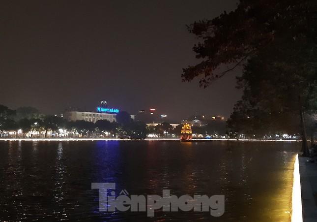 Ngắm hồ Hoàn Kiếm lung linh, huyền ảo về đêm ảnh 3