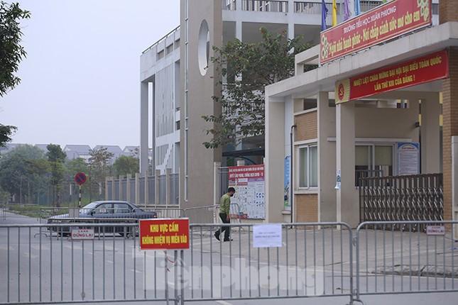 Cận cảnh trường học thành khu cách ly do có học sinh nhiễm COVID-19 ở Hà Nội ảnh 4