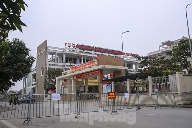 Cận cảnh trường học thành khu cách ly do có học sinh nhiễm COVID-19 ở Hà Nội ảnh 5
