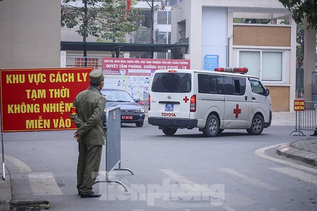 Cận cảnh trường học thành khu cách ly do có học sinh nhiễm COVID-19 ở Hà Nội ảnh 8