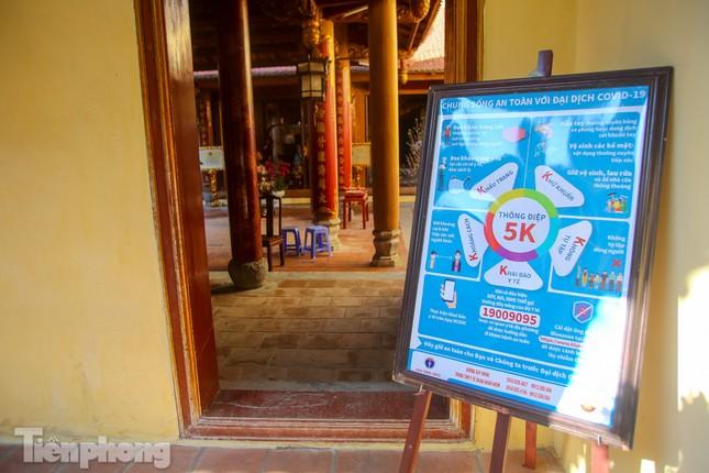 Di tích ở Hà Nội 'cảnh giác' phòng dịch COVID-19 những ngày nghỉ Tết ảnh 13