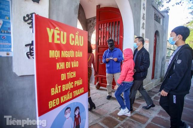 Di tích ở Hà Nội 'cảnh giác' phòng dịch COVID-19 những ngày nghỉ Tết ảnh 18