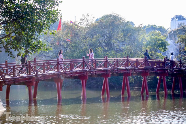 Di tích ở Hà Nội 'cảnh giác' phòng dịch COVID-19 những ngày nghỉ Tết ảnh 19