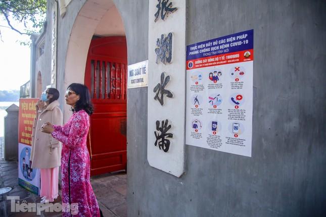 Di tích ở Hà Nội 'cảnh giác' phòng dịch COVID-19 những ngày nghỉ Tết ảnh 20