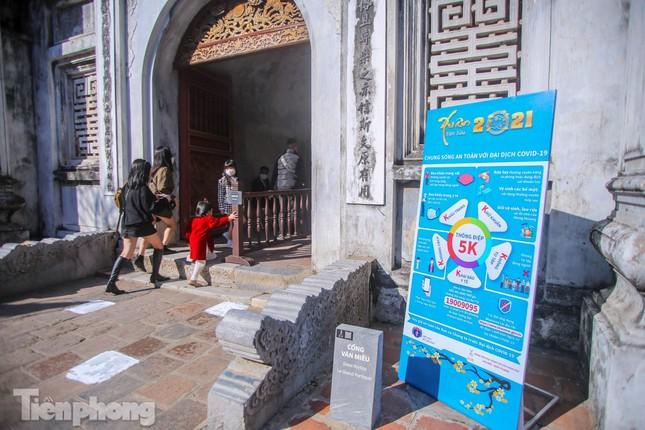 Di tích ở Hà Nội 'cảnh giác' phòng dịch COVID-19 những ngày nghỉ Tết ảnh 2
