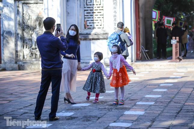 Di tích ở Hà Nội 'cảnh giác' phòng dịch COVID-19 những ngày nghỉ Tết ảnh 4