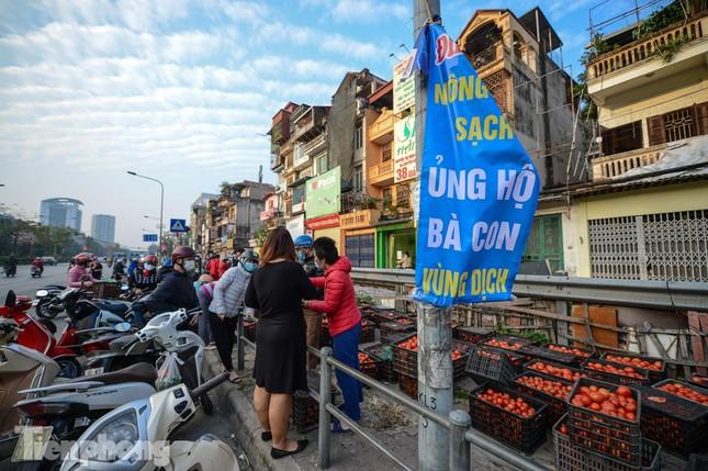 Người dân Thủ đô nườm nượp đến 'giải cứu' nông sản cho Hải Dương ảnh 1