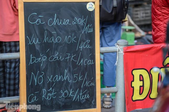 Người dân Thủ đô nườm nượp đến 'giải cứu' nông sản cho Hải Dương ảnh 5