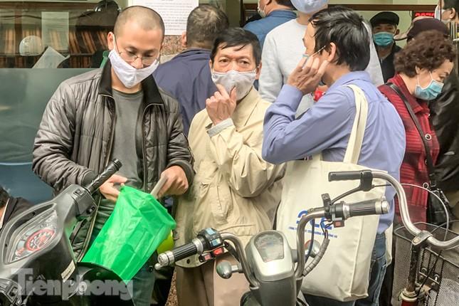 Hình ảnh người dân Thủ đô 'đua nước rút' xóa nợ tiền sử dụng đất ảnh 14