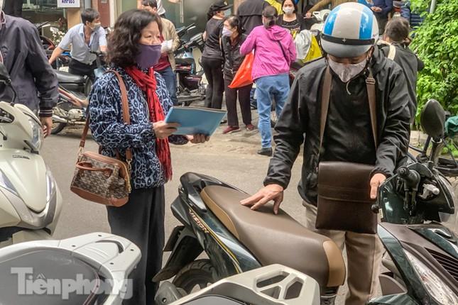 Hình ảnh người dân Thủ đô 'đua nước rút' xóa nợ tiền sử dụng đất ảnh 15