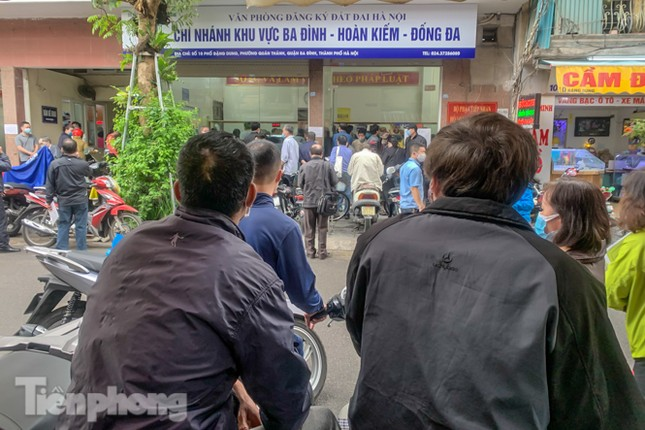 Hình ảnh người dân Thủ đô 'đua nước rút' xóa nợ tiền sử dụng đất ảnh 16