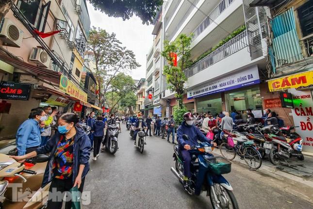 Hình ảnh người dân Thủ đô 'đua nước rút' xóa nợ tiền sử dụng đất ảnh 1