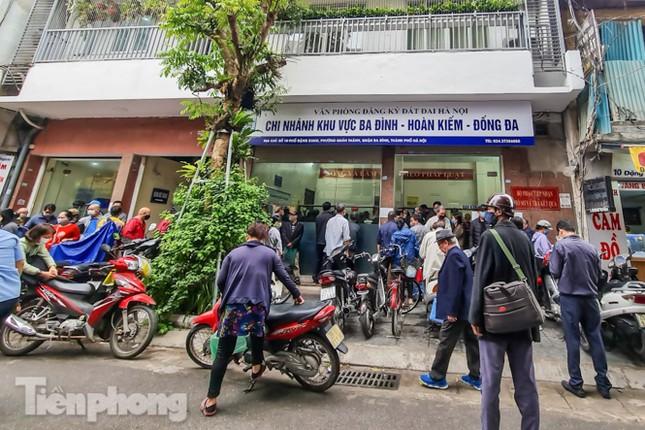 Hình ảnh người dân Thủ đô 'đua nước rút' xóa nợ tiền sử dụng đất ảnh 2