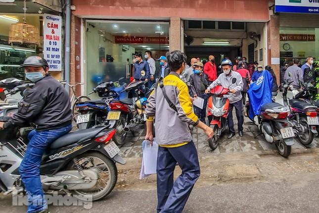 Hình ảnh người dân Thủ đô 'đua nước rút' xóa nợ tiền sử dụng đất ảnh 3