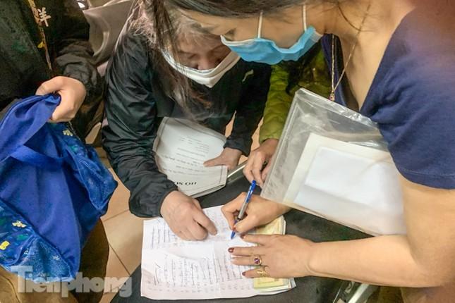 Hình ảnh người dân Thủ đô 'đua nước rút' xóa nợ tiền sử dụng đất ảnh 7