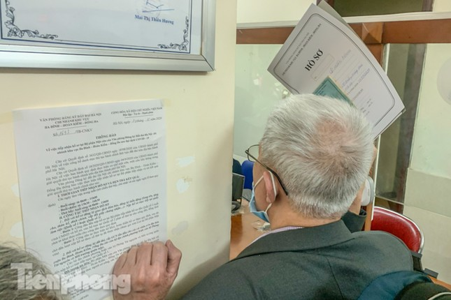 Hình ảnh người dân Thủ đô 'đua nước rút' xóa nợ tiền sử dụng đất ảnh 8
