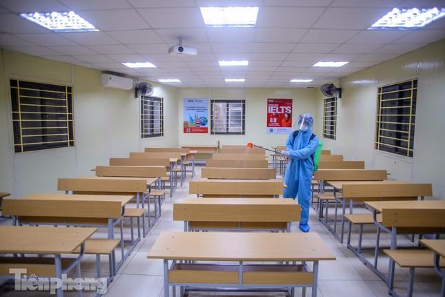 Đón học sinh trở lại, trường học ở Hà Nội trang bị phòng cách ly ảnh 28