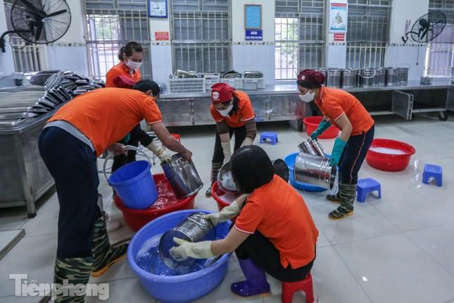 Đón học sinh trở lại, trường học ở Hà Nội trang bị phòng cách ly ảnh 16
