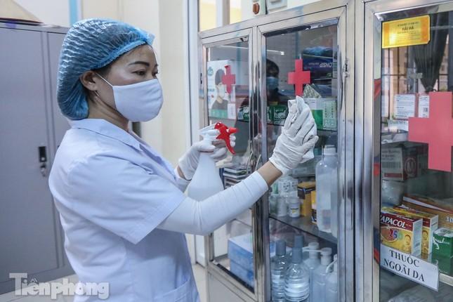 Đón học sinh trở lại, trường học ở Hà Nội trang bị phòng cách ly ảnh 17