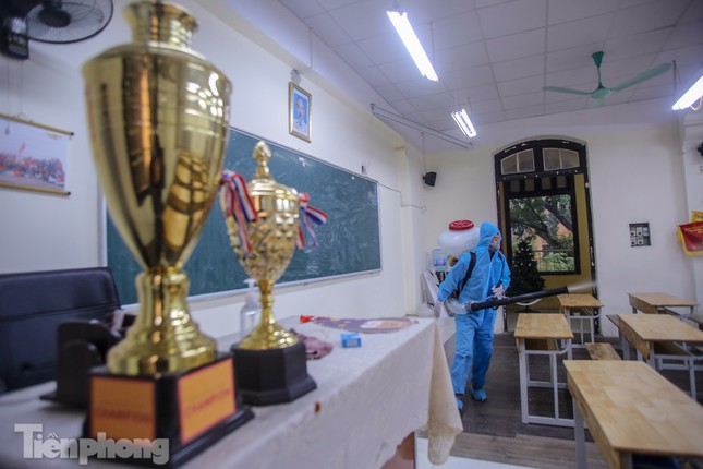 Đón học sinh trở lại, trường học ở Hà Nội trang bị phòng cách ly ảnh 19
