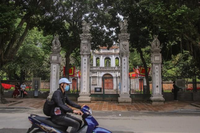 Di tích, đền chùa Hà Nội sẵn sàng mở cửa trở lại đón khách du xuân muộn ảnh 1