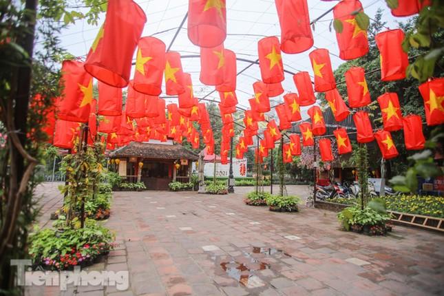 Di tích, đền chùa Hà Nội vắng lặng trong ngày mở lại ảnh 11