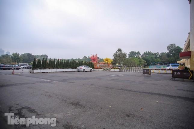 Di tích, đền chùa Hà Nội vắng lặng trong ngày mở lại ảnh 12